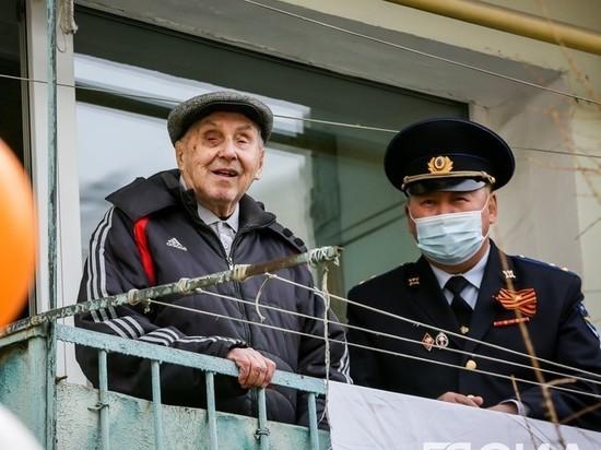Во дворах Якутска поют для ветеранов Великой Отечественной войны