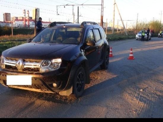 В Екатеринбурге автомобиль Renault Sandero сбил девочку с собакой