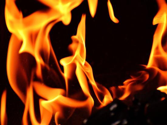 Пожар в центре Донецка унес жизни людей