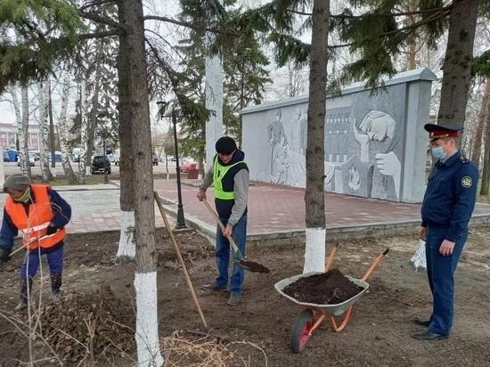 Осужденных привлекли к уборке мемориалов в Алтайском крае