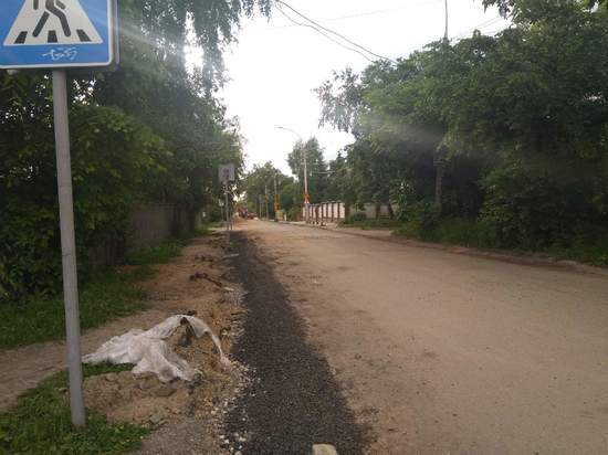 На песчано-гравийных дорогах Вологодской области будут проведены работы по обеспыливанию