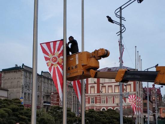 Жители Владивостока разглядели флаги ВМС Японии в украшениях к 9 мая