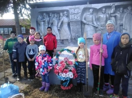 В Моргаушском районе завершаются работы по благоустройству памятников, посвященных Великой Отечественной войне