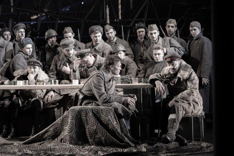 В спектакле МХТ в окопах искали правду о войне