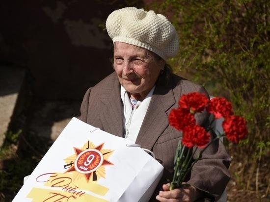В Кирове во дворах домов проводят концерты для ветеранов