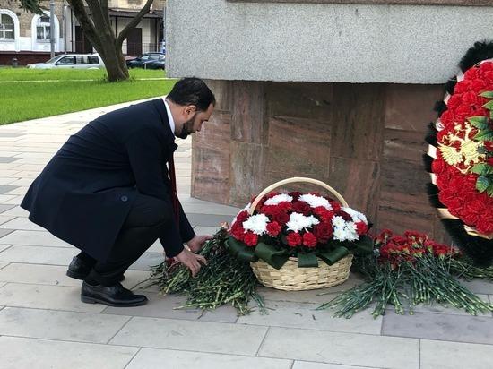 Александр Мажуга возложил цветы к памятнику Маршалу Бирюзову в столичном районе Щукино