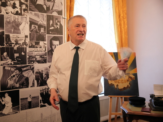 Жириновский предрек россиянам трехдневную рабочую неделю