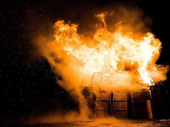 В Пскове во время пожара на улице Коммунальной погибла женщина