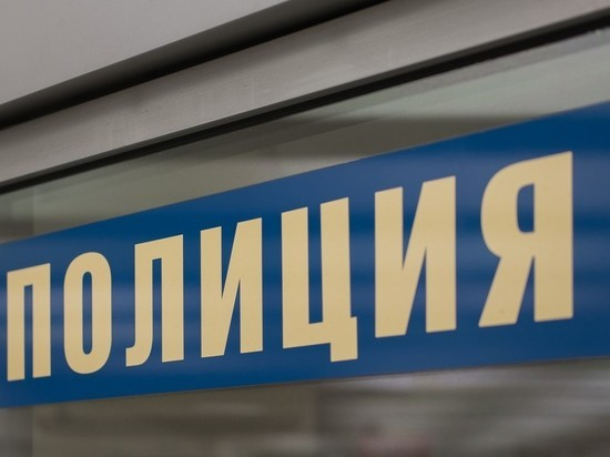 Посетитель ударил ножом охранника магазина в центре Москвы