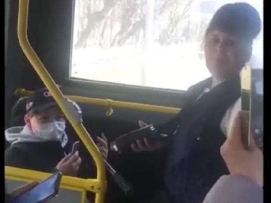 Кондуктор обматерила школьника и попыталась выкинуть его самокат