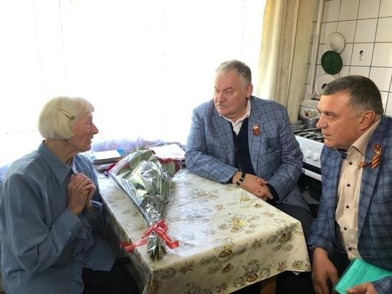 Депутат Госдумы Константин Затулин лично поздравил ветеранов ВОВ с предстоящим Днем Победы