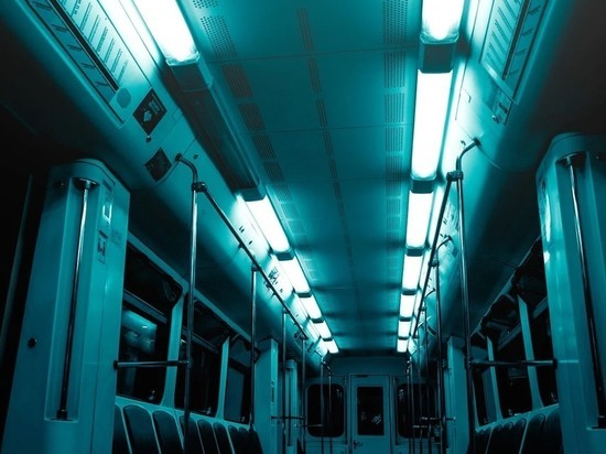 На фиолетовой ветке метро Москвы человек упал на рельсы