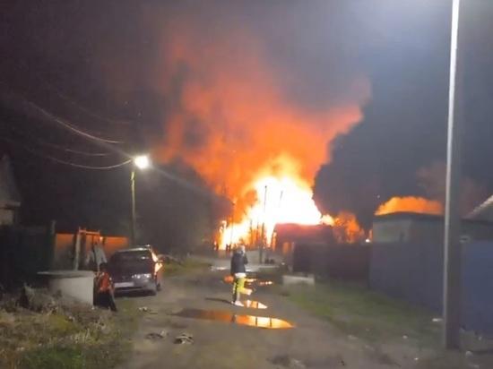 Ночью на Интернациональном проезде в Кимрах сгорел дом | Видео
