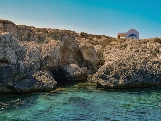 Власти Кипра представили инструкции для туристов, прибывающих на остров после вакцинации от COVID-19 после 10 мая