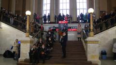 В здании железнодорожного вокзала Петрозаводска провели концерт-флешмоб