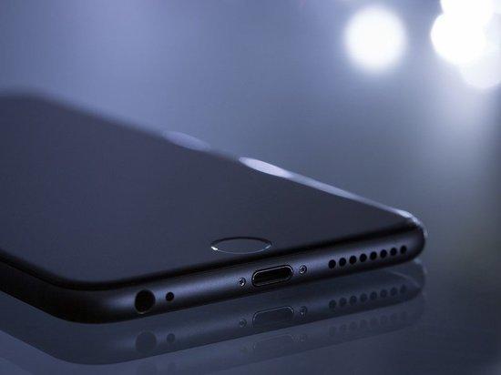 Спящая совесть: в Карелии молодая женщина нашла телефон в такси