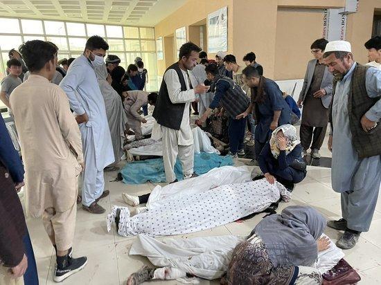Более 200 человек пострадали в результате взрывов у школы в Кабуле