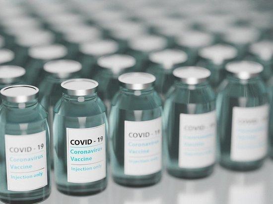Макрон призвал США снять ограничения на экспорт вакцин от COVID-19