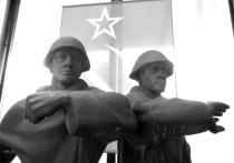 К 76-й годовщине Победы в Великой отечественной войне в Гвардейском парке Красноярска отреставрировали скульптуры фронтовиков
