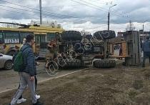 Трактор и троллейбус столкнулись в Иркутске