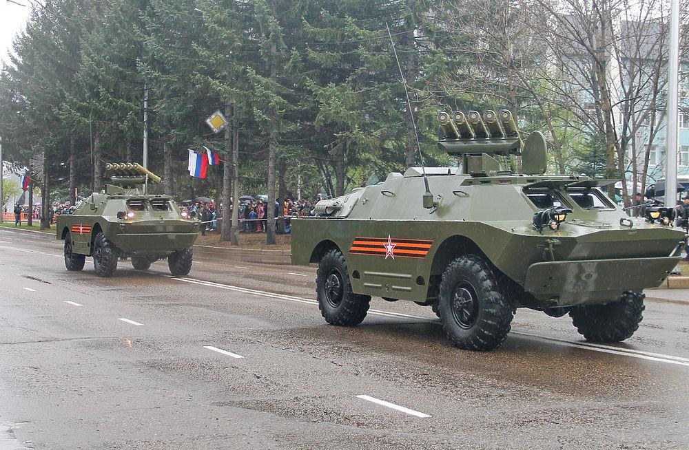 По центру Биробиджана проехали танки