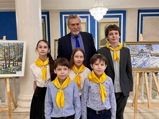 Актер Александр Михайлов поздравил кировчан с Днем Победы