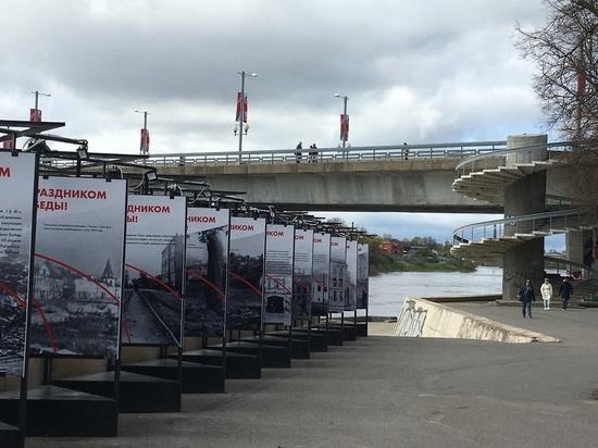 Фотовыставка «История города Пскова в войну» открылась на набережной реки Великой