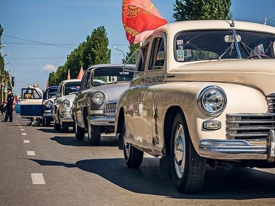 В честь Дня Победы колонна ретроавтомобилей проехала по улицам Красноярска
