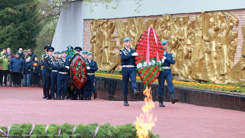Празднование Дня Победы в Рязани: кадры с возложения цветов на Скорбященском мемориале