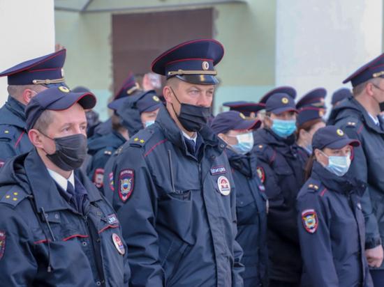 477 полицейских следят за общественным порядком в Псковской области 9 мая