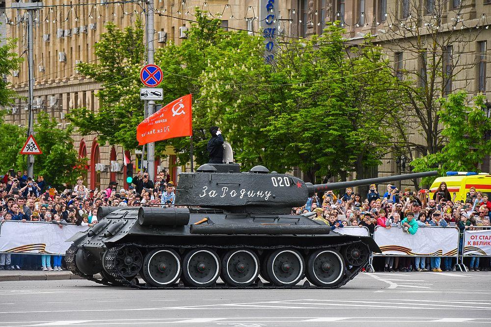 В Волгограде завершился военный парад в честь Дня Победы