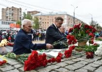9 мая Николай Любимов возложил цветы к монументу Победы