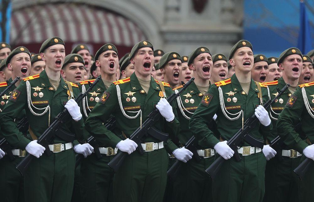 В Москве прошел Парад Победы: танки, ракеты и боевые роботы
