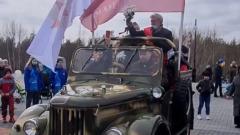 Под крики «Ура» глава Губкинского прокатил ветеранов по городу