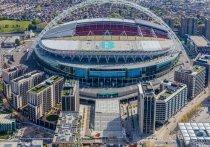 После того, как в финал Лиги чемпионов прошли две английские команды,  «Манчестер Сити» и «Челси», предложение британцев принять этот грандиозный матч 29 мая на «Уэмбли» звучит все настойчивее. УЕФА вяло отпирается, не желая снова отбирать у Стамбула право на это спортивное мега-событие, но давление все усиливается, и решение должны принять в ближайшее время. «МК-Спорт» рассказывает, почему перенос может быть логичен, какие могут быть препятствия и как снова может пострадать Санкт-Петербург.