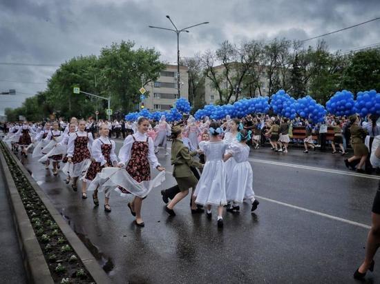 В Невинномысске полторы тысячи пар станцевали «Вальс Победы»