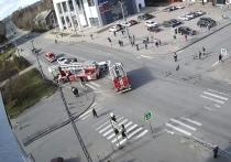Жесткая авария: пожарная машина столкнулась с легковушкой в Петрозаводске