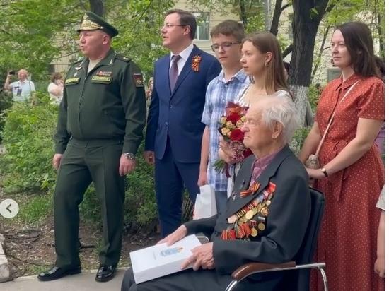 Губернатор Самарской области Азаров спел для ветерана