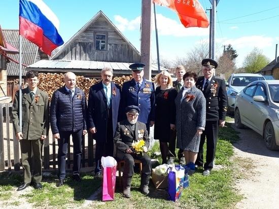Ветеран ВОВ из Печорского района получил поздравление-концерт