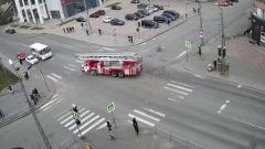 Пожарная машина вылетела на тротуар в Петрозаводске