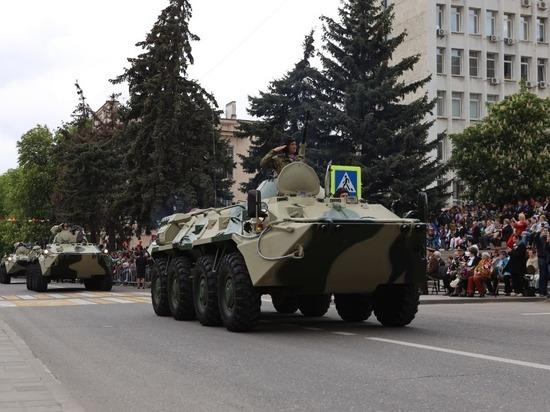 Военная техника Росгвардии прошла парадом по столице СКФО