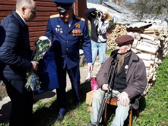 105-летнего ветерана и жителя Псковской области поздравили с Праздником Победы