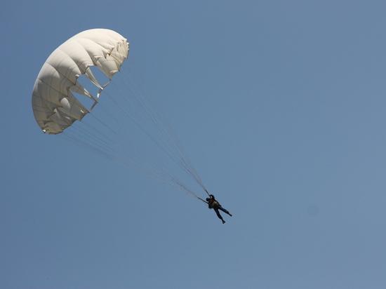 Десять американских десантников госпитализировали в Эстонии после прыжков