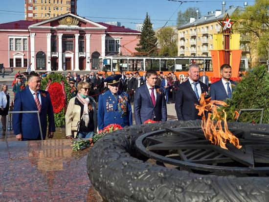 В Перми возложили венки к мемориалу Уральскому танковому корпусу