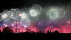 В Москве салют в честь Дня Победы завершился триколором: видео