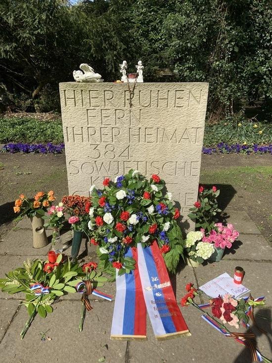 День Победы в Германии: Соотечественники в Гамбурге почтили память павших героев