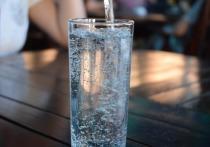 Нефролог Серкан Йылдыз рассказал Haber7, что чрезмерное употребление воды при отсутствии жажды может оказаться опасным для организма