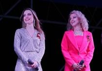 Артисты донецкой муздрамы выступили с военными песнями в Горловке