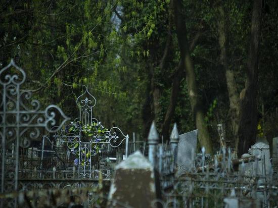 В Краснодаре 11 мая запретят въезд на кладбища на автомобилях