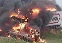 В Калмыкии недалеко от границы с Волгоградской областью произошло ДТП, в результате которого в салоне автомобиля заживо сгорела женщина
